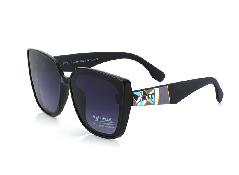 Женские солнцезащитные черные очки Gucci.