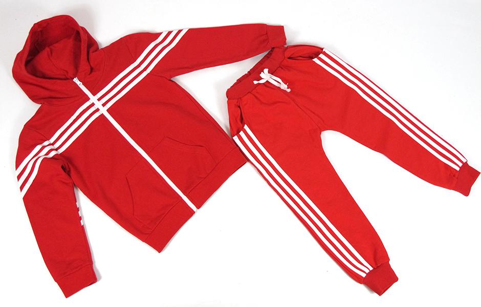 Детский костюм красный с белыми полосками.
