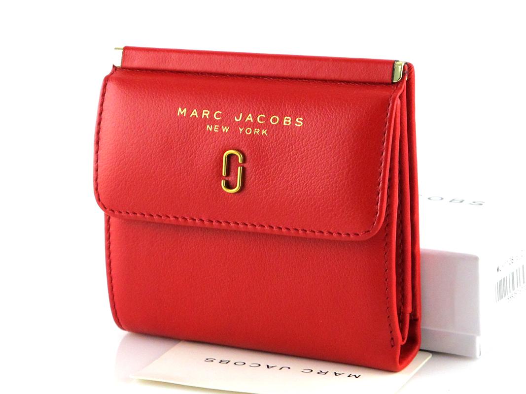 Красный женский кожаный кошелек Marc Jacobs.